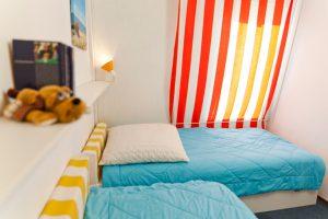 Kinderzimmer mit zwei separaten Betten